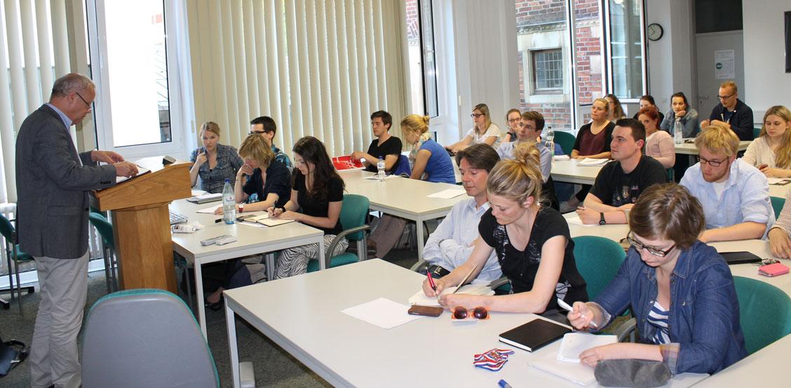 Auftakt Vorbereitung Königsbesuch: Erstes Treffen von Studierenden und Mitarbeitern.