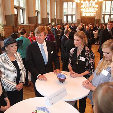 27. Mai: Königlicher Besuch im ZNS - Gespräche mit Studierenden