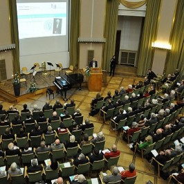 Doppelter Grund zum Feiern: Zentrum für Niederlande-Studien und Geert Mak – Botschafter für die deutsch-niederländischen Beziehungen